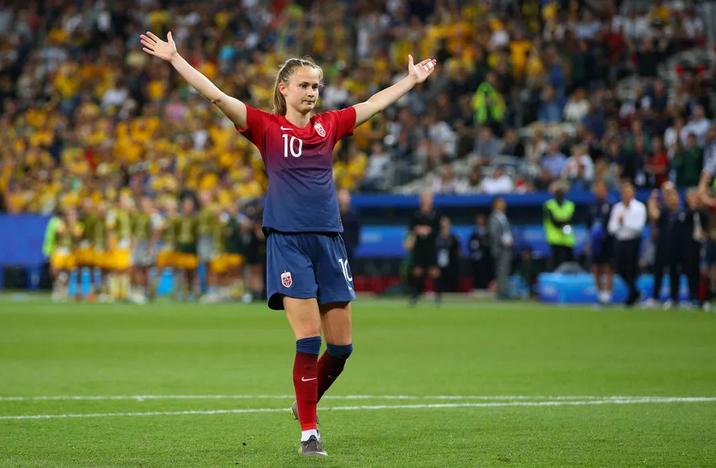 Caroline Graham Hansen et Martin Ødegaard, meilleurs joueurs du football norvégien de l'année 2019