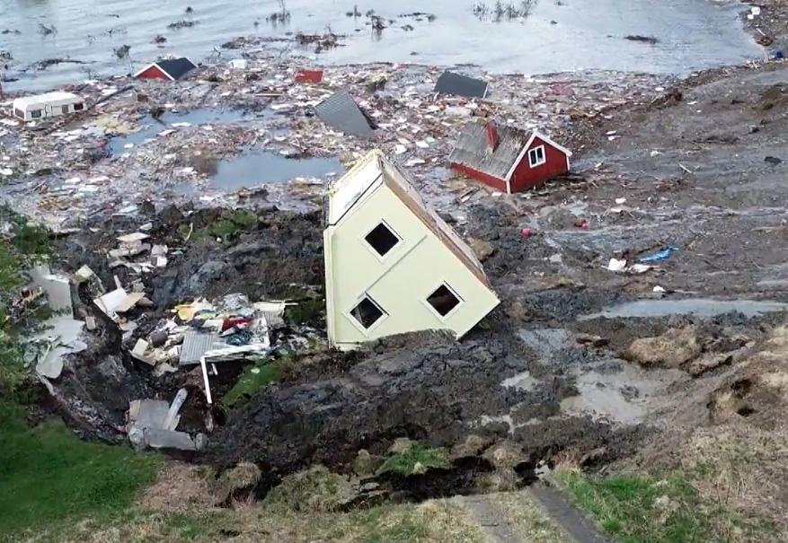 Norvège : un glissement de terrain emporte plusieurs maisons