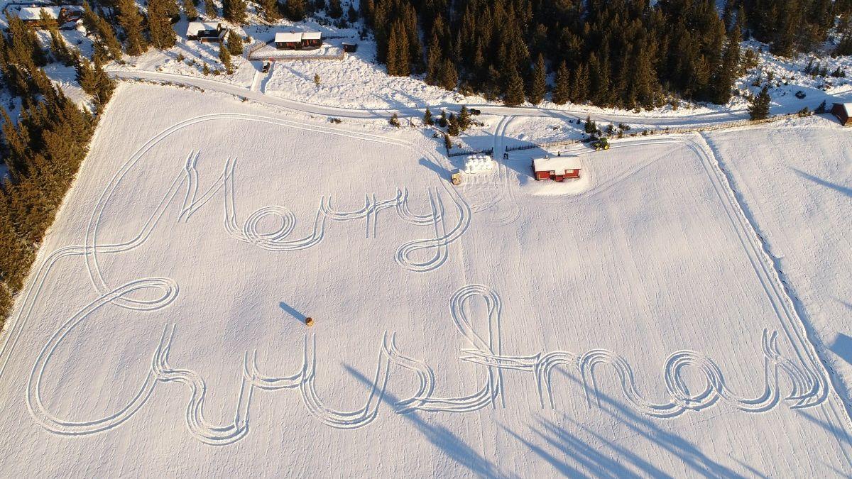 Les vœux de Noël écrits avec un tracteur font le tour du monde !