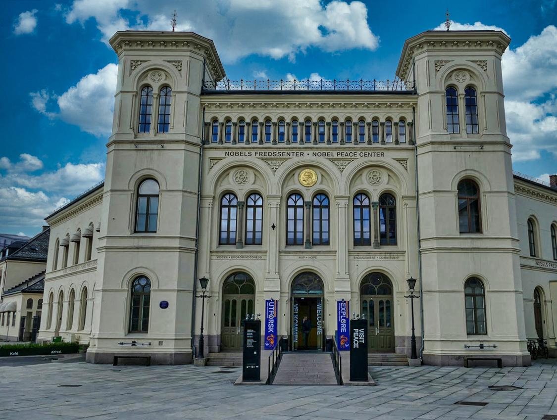 Le Centre Nobel de la paix à Oslo marque les 75 ans de paix en Europe avec l'envol d'une colombe blanche