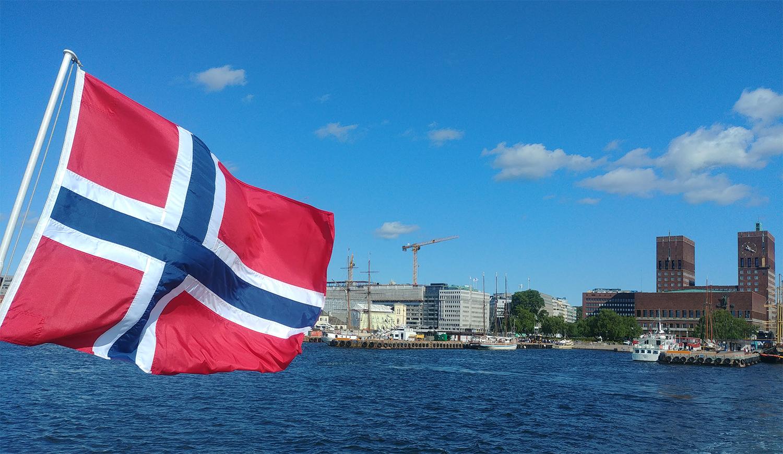 Les Norvégiens sont invités à prendre leurs vacances d'été en Norvège