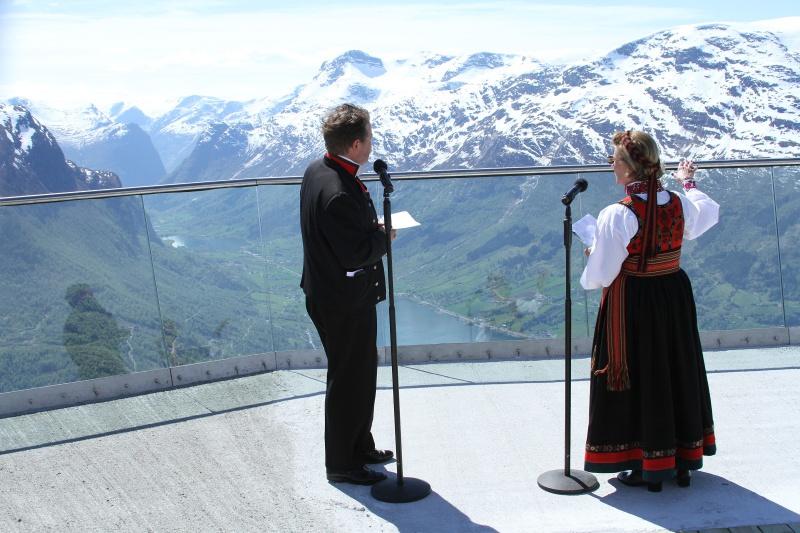 Une télécabine vous emmène 1.000 mètres au-dessus du Sognfjord