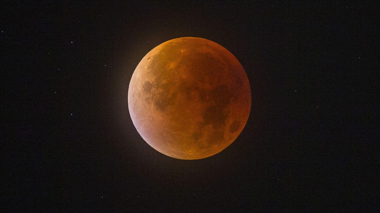 Une Super Lune de sang dans le ciel norvégien mercredi