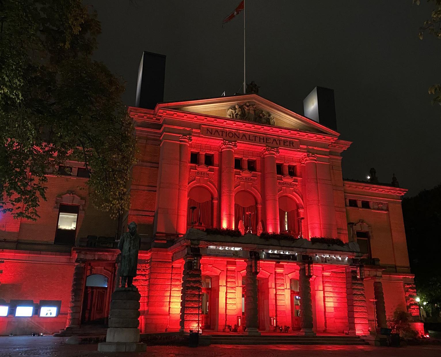 Norvège : les bâtiments en rouge en soutien au monde culturel