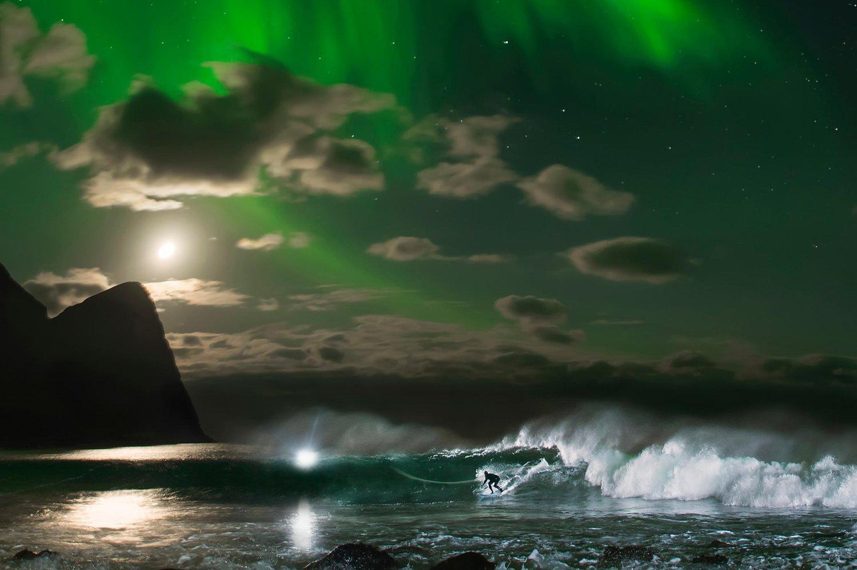 Mick Fanning surfe sous les aurores boréales des Lofoten